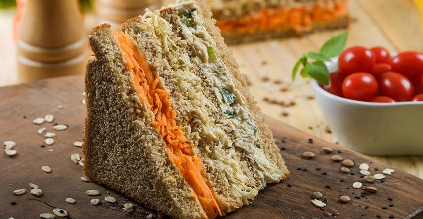 a-importancia-do-consumo-de-carboidratos-sanduiche-frango