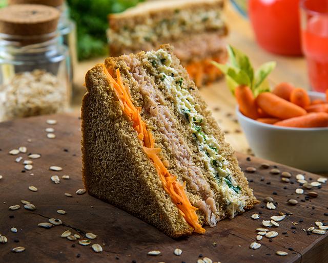 a-importancia-do-consumo-de-carboidratos-sanduiche-peito-de-peru